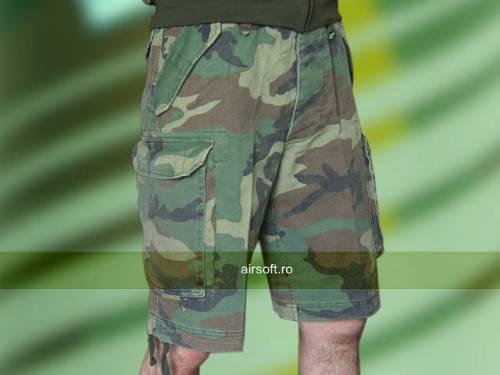 Pantaloni scurti model paratrooper (woodland)